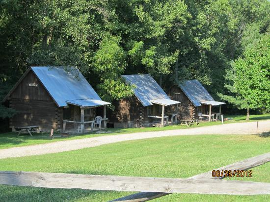 Top of The Caves Campground: Cabins