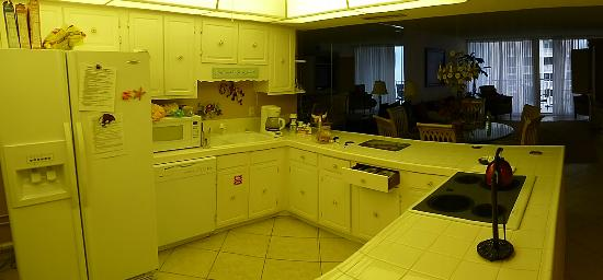 Shoreline Towers: The kitchen.