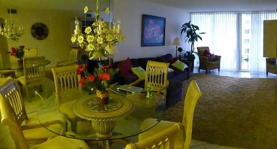Shoreline Towers: Dining area and living room.