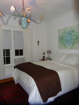 Angeline's Inn: room upstairs