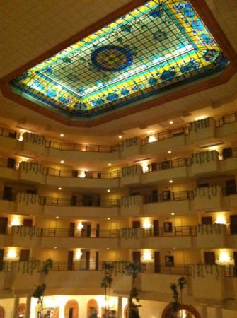 Fiesta Americana Merida: el vitral del techo del lobby: muy bello