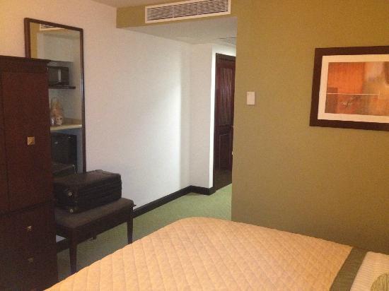 Holiday Inn Monterrey Valle: RECAMARA COMODA