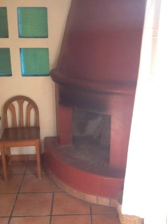 Posada Real Tapalpa: Fireplace in the room