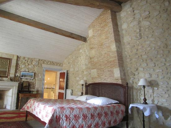 Chambres d'hotes Saint Emilion Bordeaux: Beau Sejour: Our lovely room at Beau-Sejour