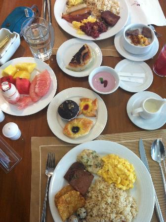 โรงแรมมาร์โค โปโล ดาเวา: Awesome Buffet Breakfast!