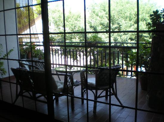 Villa La Ginestra dell'Etna Bed and Breakfast: Terrazza vista mare
