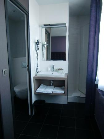 Hotel Saint Charles: L-R, toilet, sink, shower in our room. Small, but very serviceable.