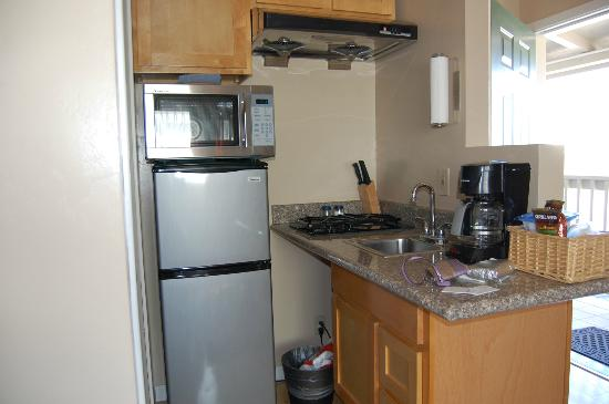 Pelican Point Inn: Kitchenette