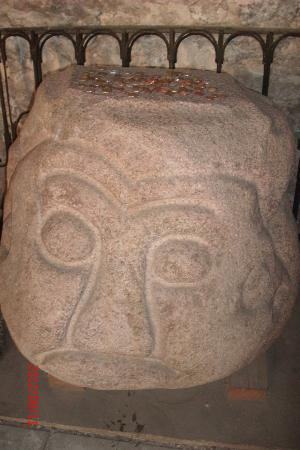 Рижский Домский собор: This statue is thought to be an old pagan stone idol.