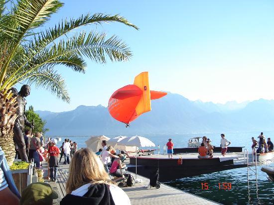 Lakeside Promenade Fleuri: Tarde de Sol Frente a Montreux 