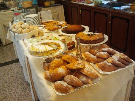 ماركوني هوتل: Fantastic breakfast 