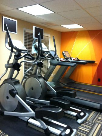Residence Inn North Conway: exercise room off pool area