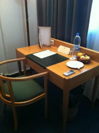 Casa D'or Hotel: desk