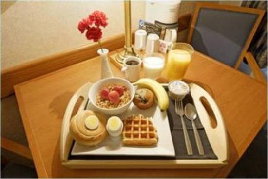 Comfort Inn: Comlimentary Sunshine Breakfast avaialble daily