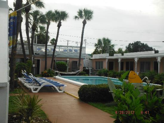North Sunrise Motel: Pool Area