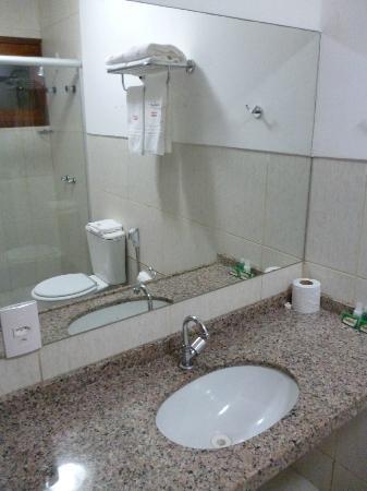 Melina Praia Hotel: Pia do banheiro