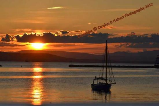 Days Inn Shelburne/burlington: Sunset at Lake Champlain