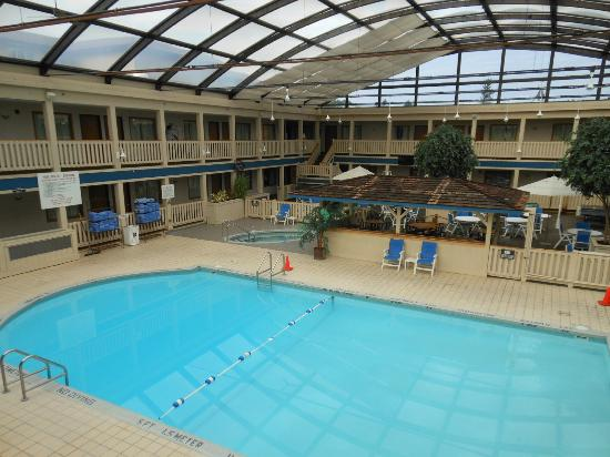 BEST WESTERN PLUS Dubuque Hotel & Conference Center: The Indoor Pool