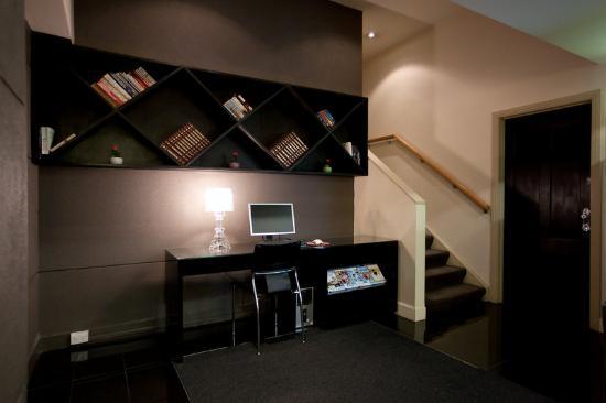 Punthill Flinders Lane Apartments: Guest Internet Station In Foyer Flinders Lane