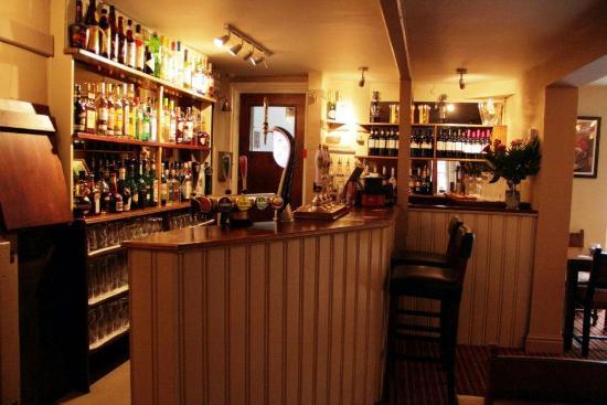 Rose & Crown Inn: Bar area
