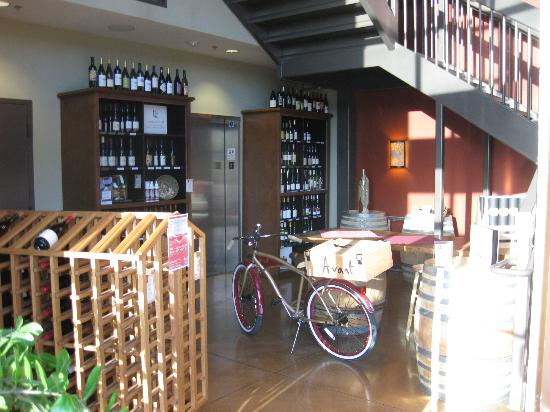 Bottlest Winery, Bar & Bistro: After opening the door, you might assume the place is deserted...