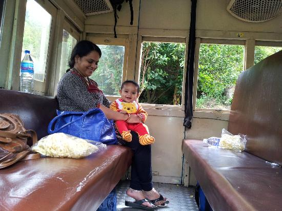 Tamil Nadu, Indien: First Class Coach of the Toy Train