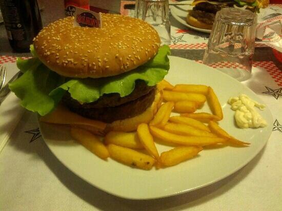Crespellano, Italy: Insanity - 680 gr bacon cheeseburger