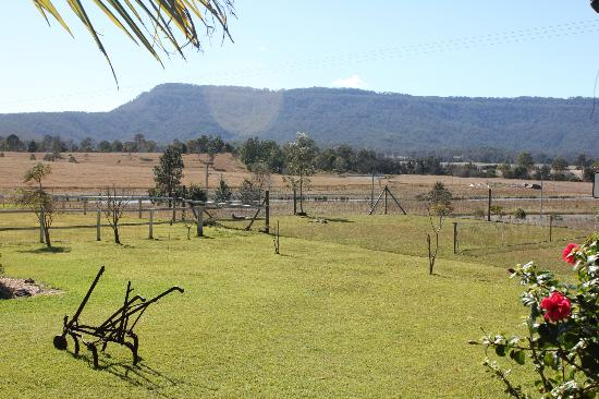 Clandulla Cottages, Beaudesert: Front view of farm