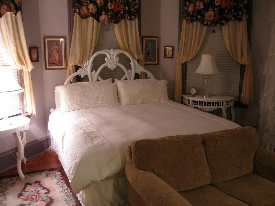 John S. McDaniel House: Room
