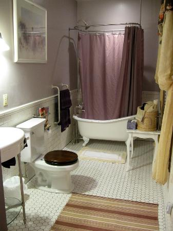John S. McDaniel House: Bathroom