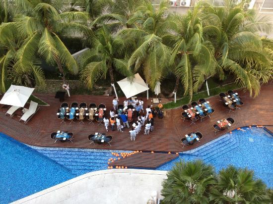 Hotel Baraquda Pattaya - MGallery by Sofitel: Vue du 5éme étage sur la piscine