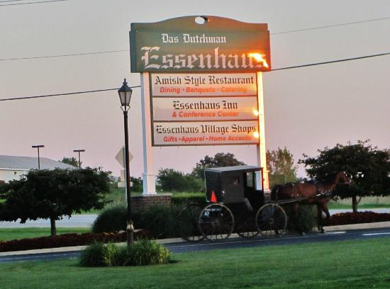 Essenhaus Inn & Conference Center: Hotel sign.