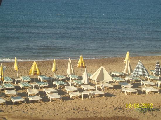 Club Hotel Rasputin: Пляж утром