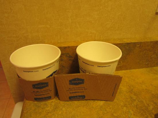 Hampton Inn by Hilton Kamloops: Sturdy cups
