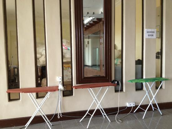 ‪منتجع أفاموسا: Ironing area at the Lobby/ Waiting Area‬