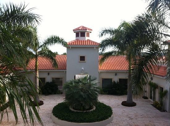 La Vista Azul Resort: court yard 1st floor 