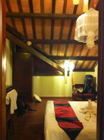โรงแรม ทีนทานห์ บูทีค: une chambre à éviter !
