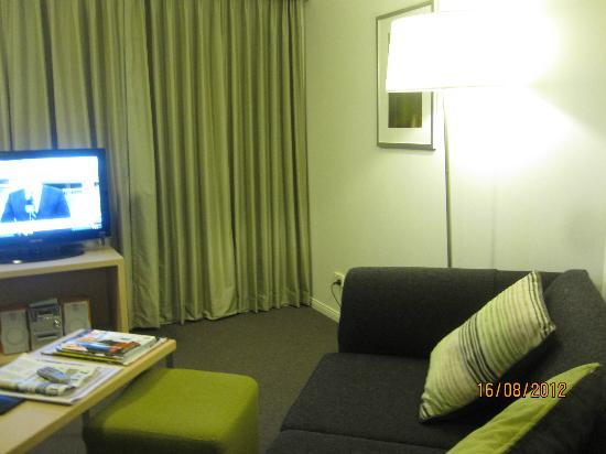 Adina Apartment Hotel Brisbane: Living Room