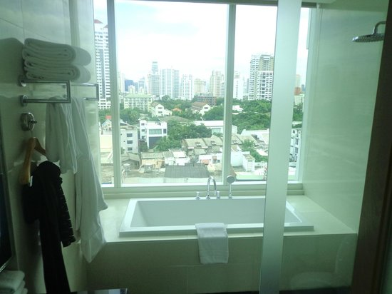 Akyra Thonglor Bangkok: Bathroom 1