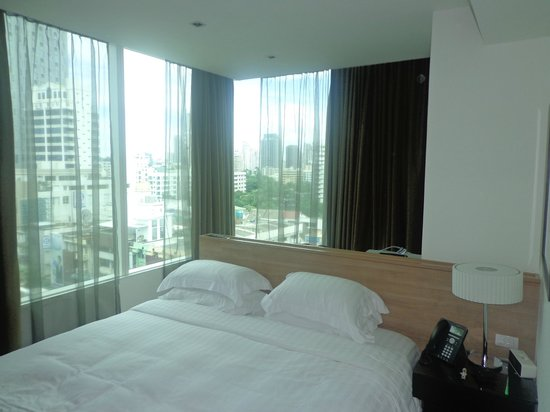 Pan Pacific Serviced Suites Bangkok: Bedroom 1