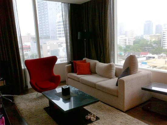 Pan Pacific Serviced Suites Bangkok: Living room