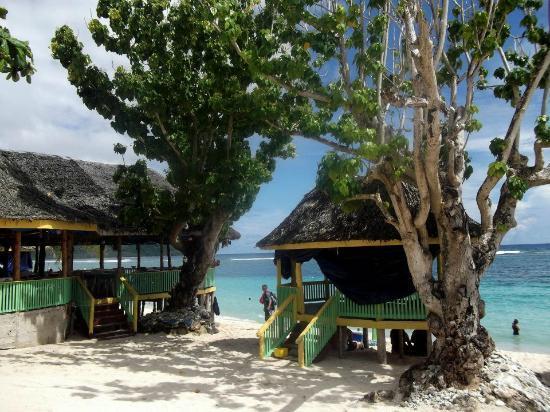 Taufua Beach Fales: gorgeous day
