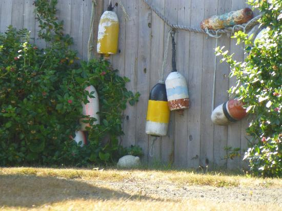 Wayside Lodge: Floats make a playful fence