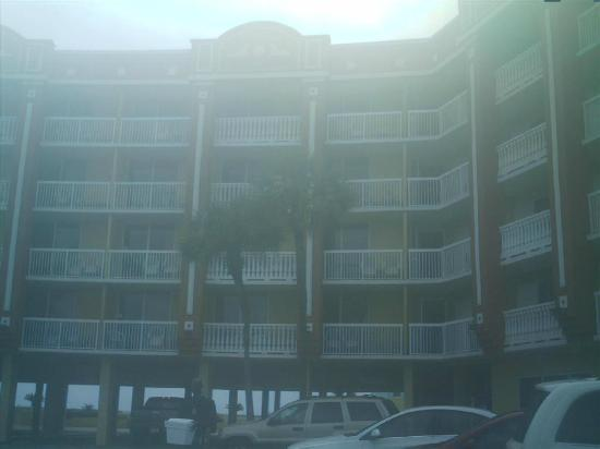 Daytona Inn Seabreeze: Front of motel