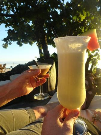 Pacific Resort Aitutaki: Happy Hour by the pool