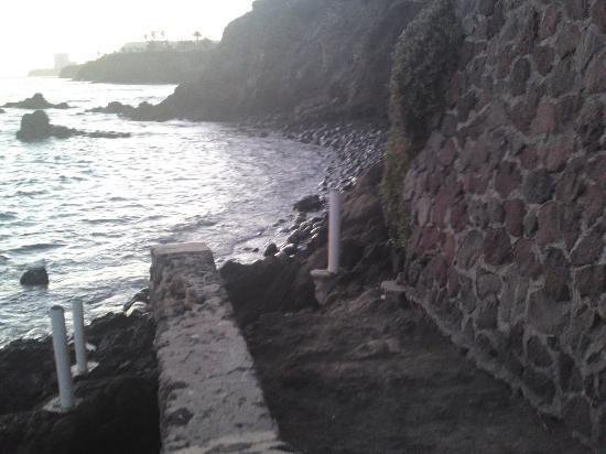 Las Rocas Resort & Spa: La entrada a la zona rocosa