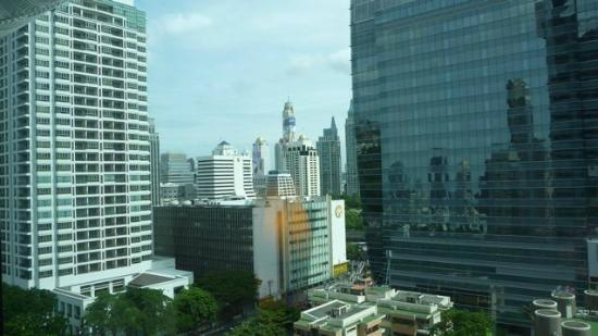 Plaza Athenee Bangkok, A Royal Meridien Hotel: Poor view from low floors