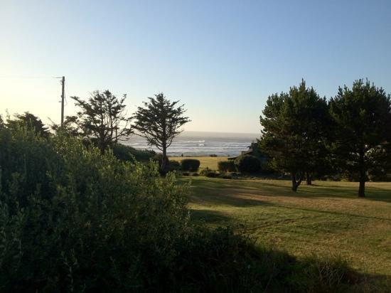 The Yachats Inn: view of the ocean from the tea house