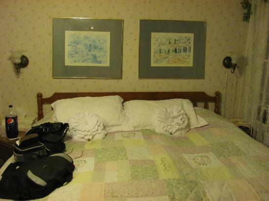 Nichols Guest House Bed and Breakfast: Eleanor room