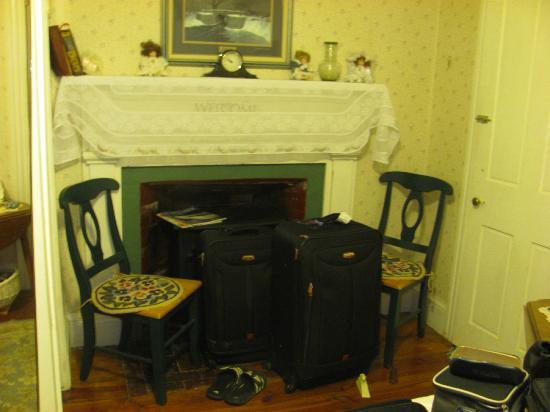 Nichols Guest House Bed and Breakfast: part of the bed room